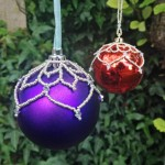 Leafy bauble pattern