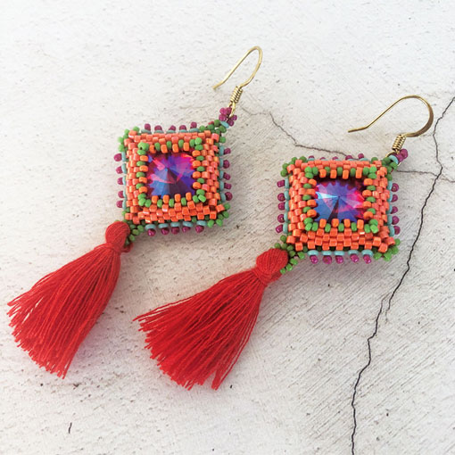 Diamondology beaidng pattern by Chloe Menage - geometric beaded bezels