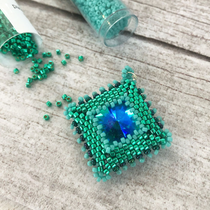 Peyote stitch beading projects and tutorials